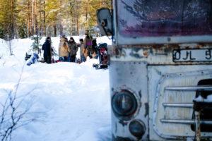 Petit déjeuner convivial au Magic Bus en Laponie Suédoise