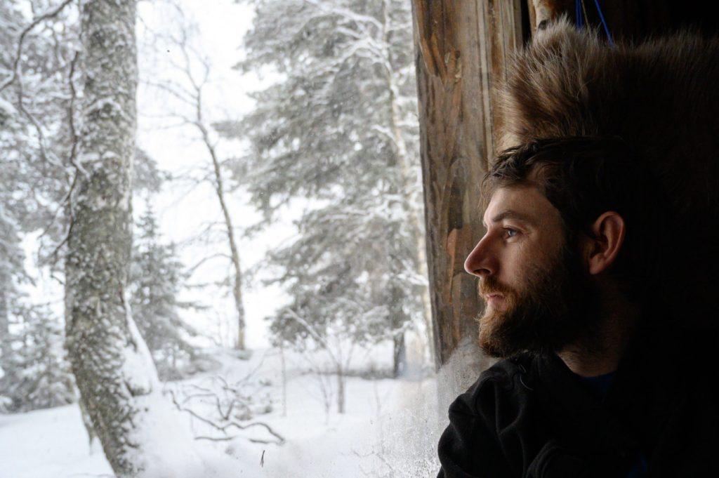 Seb, Globe Blogueurs dans sa cabane insolite en Laponie suédoise