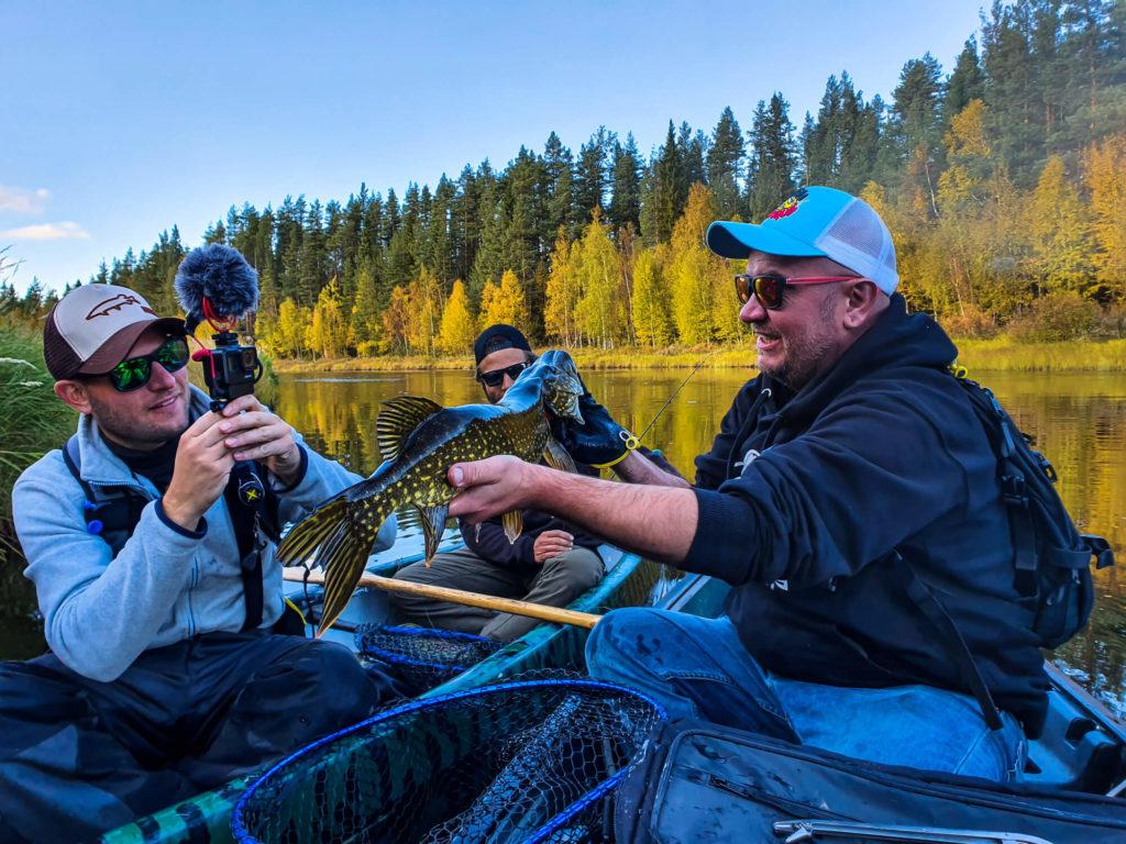 Fishtique en plein tournage de pêche en Laponie suédoise