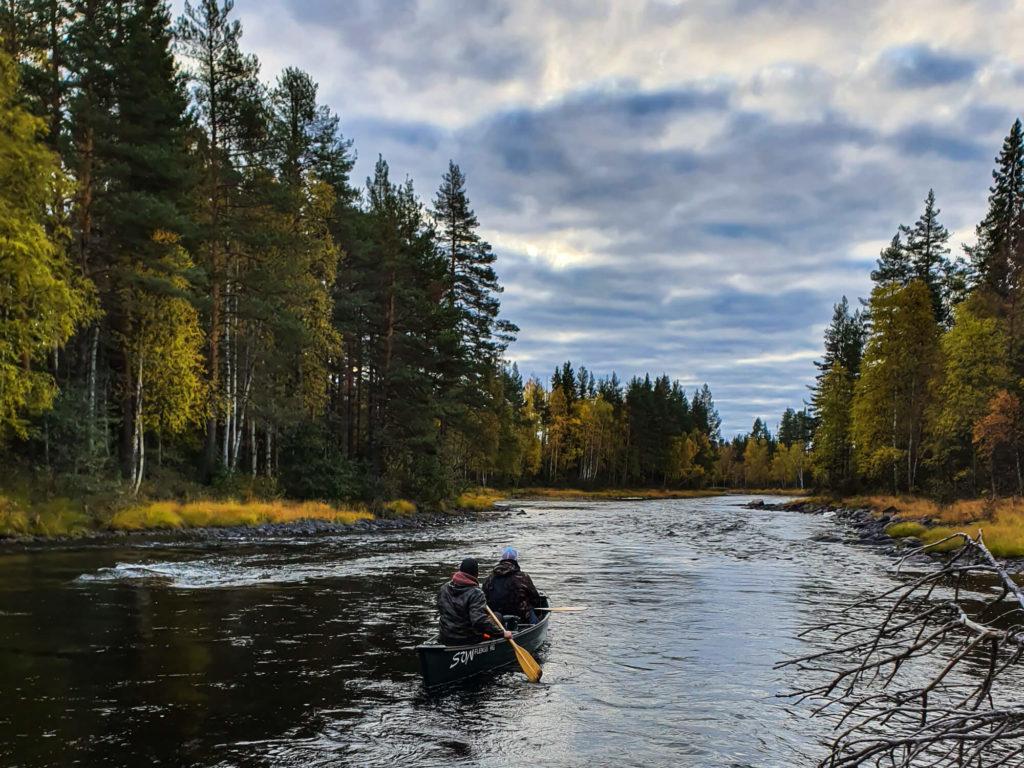 Descente de canoë en Laponie suédoise