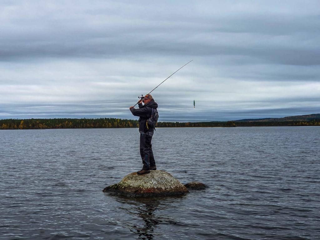 Pêcher seul au monde en Laponie Suédoise