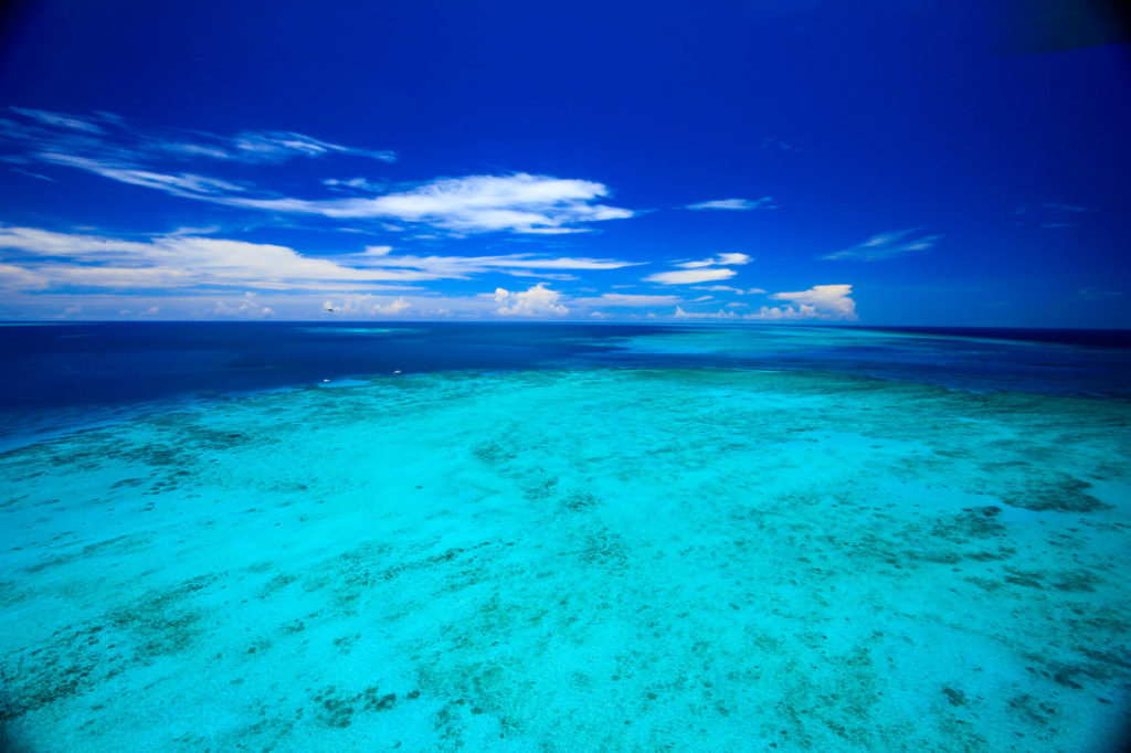 Survol de la Grande Barrière de Corail en Australie