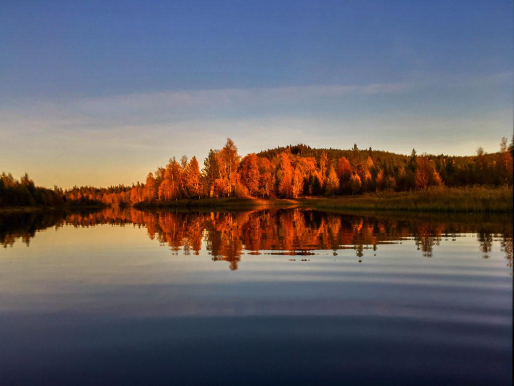 Coucher du soleil d'automne en Laponie suédoise